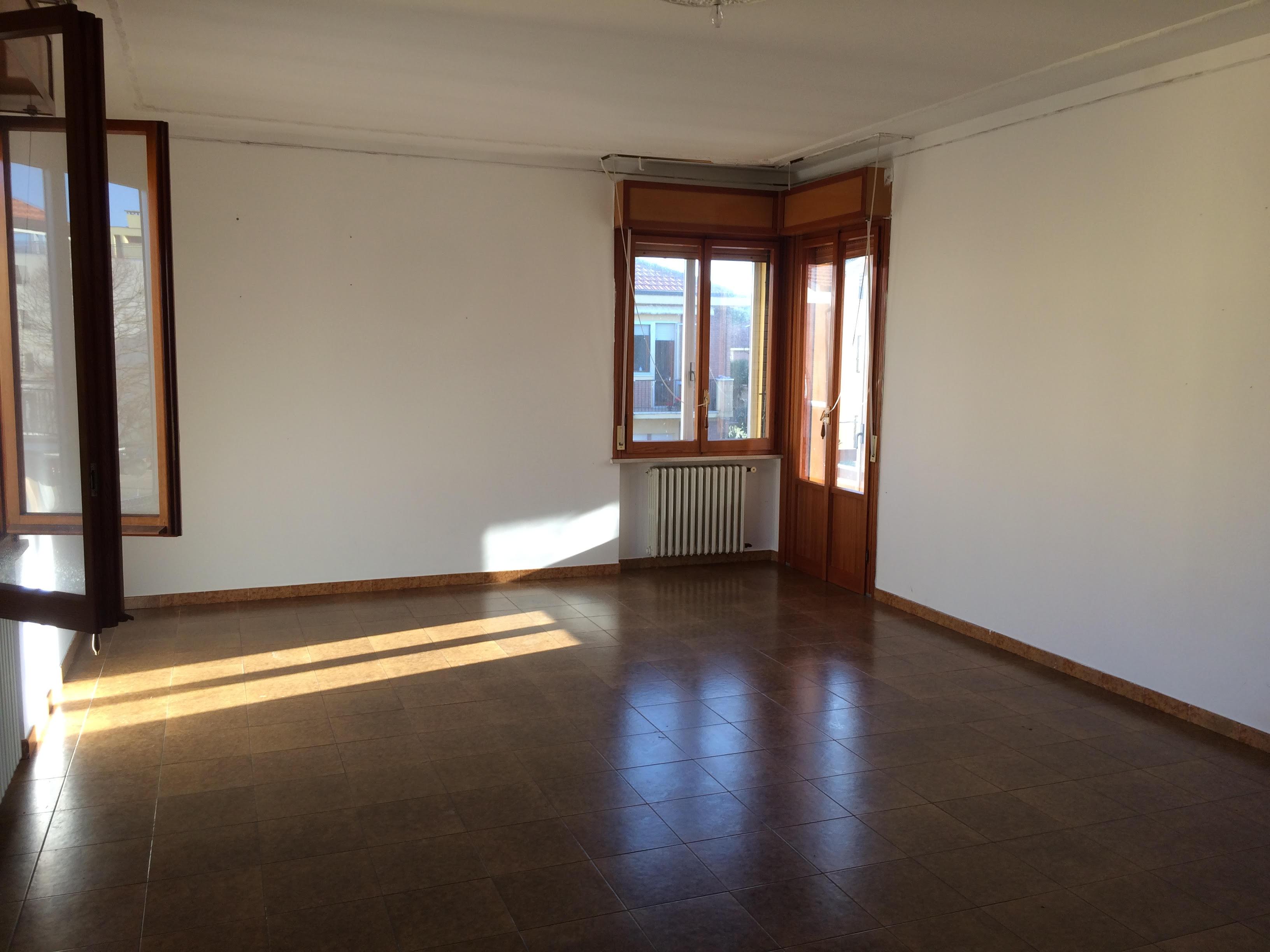 Villa fastiggi rif. PC058